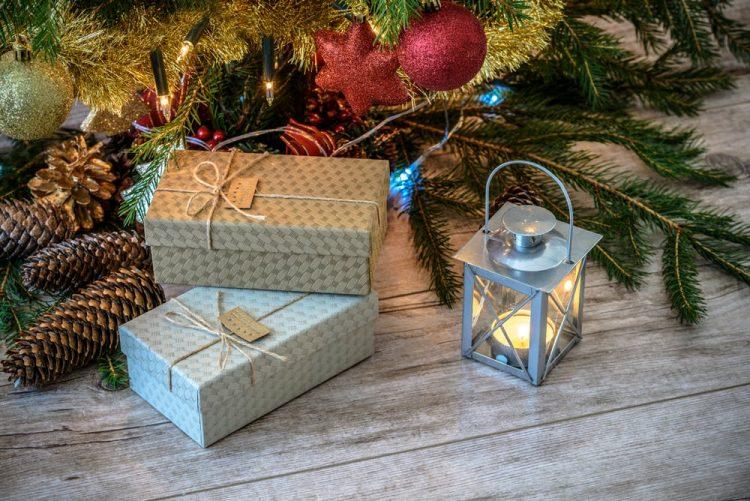 彼氏に喜ばれるクリスマスプレゼントのおすすめ40選。素敵な贈り物を選ぼう