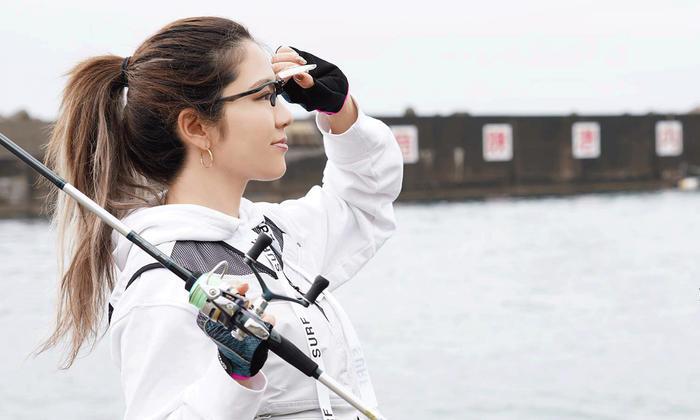 メガネのように使える跳ね上げ式ルーペ「ルック・ルーペ」。釣りやDIYなどで大活躍