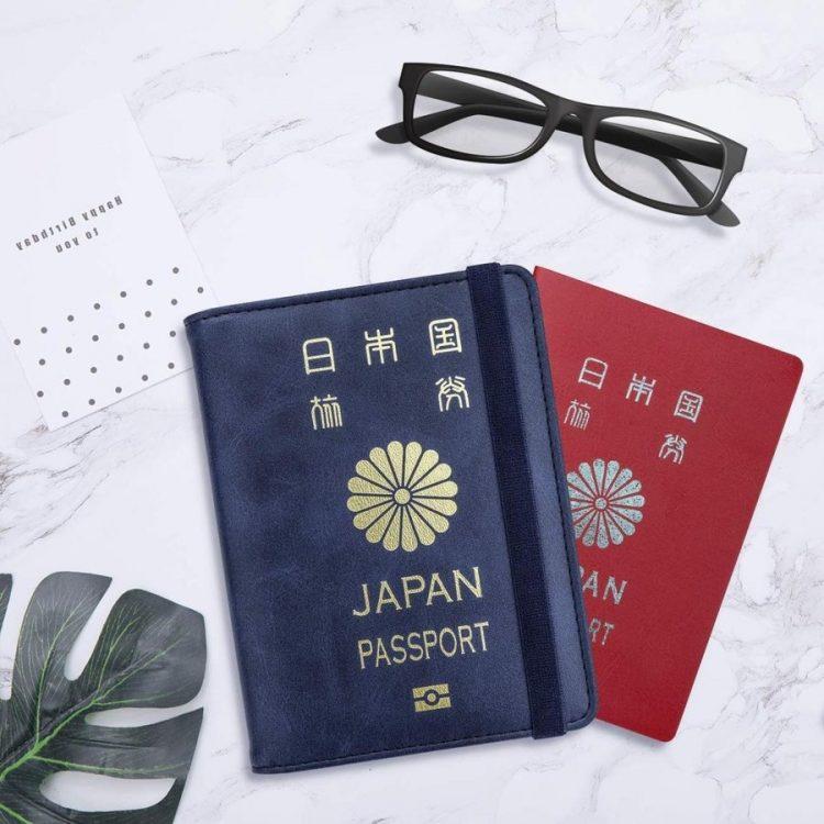 パスポートケースのおすすめ20選。旅先で貴重品を守る便利アイテム