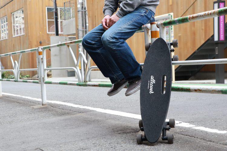 【レビュー】話題の8輪スケートボードを試乗!3回ぐらいでコツ掴む