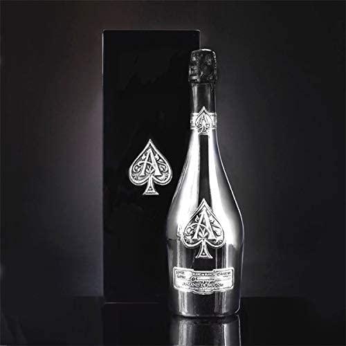 アルマンドの種類と魅力を解説。ボトルも美しい高級シャンパン