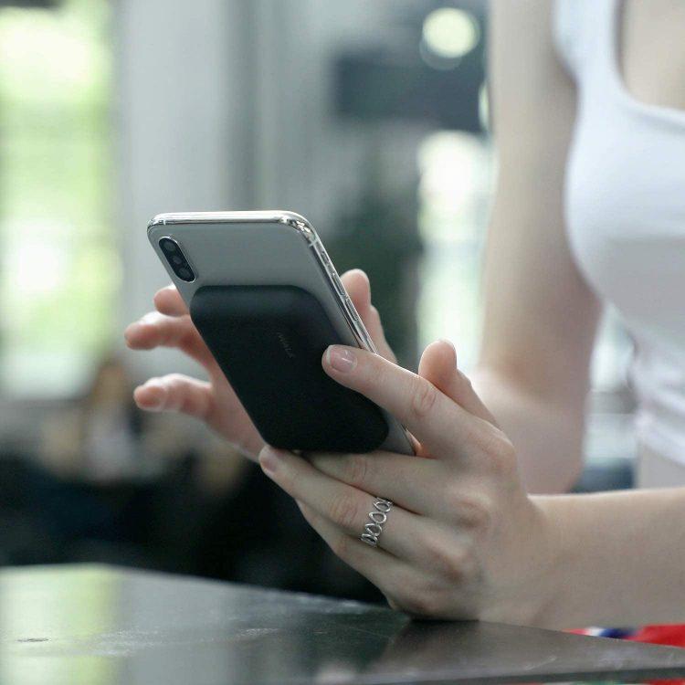 Qi対応モバイルバッテリーのイメージ