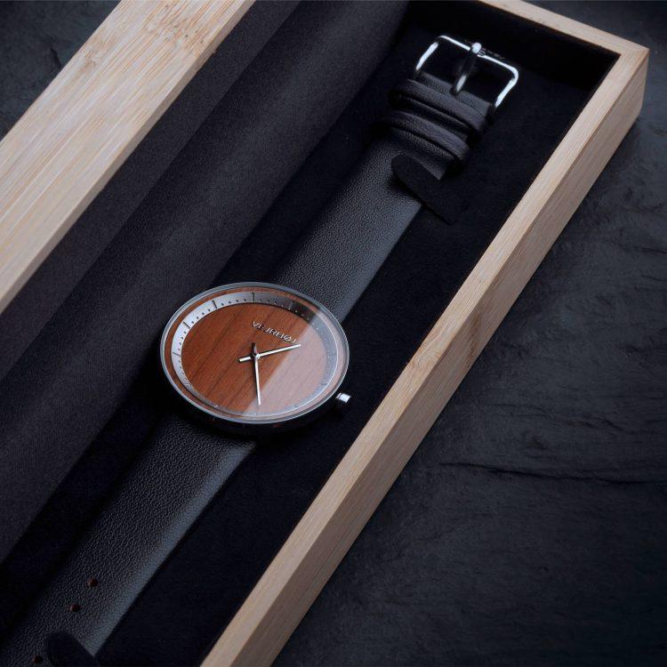 桜の木を使った腕時計「ヴェアホイ」。デンマークの時計ブランドが贈る逸品