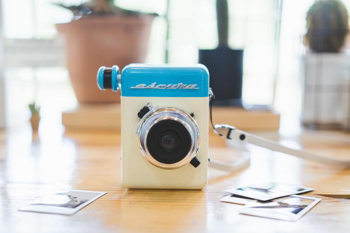 エモさが魅力!インスタントカメラ「Escura instant 60s」。ノスタルジックな写真を楽しもう