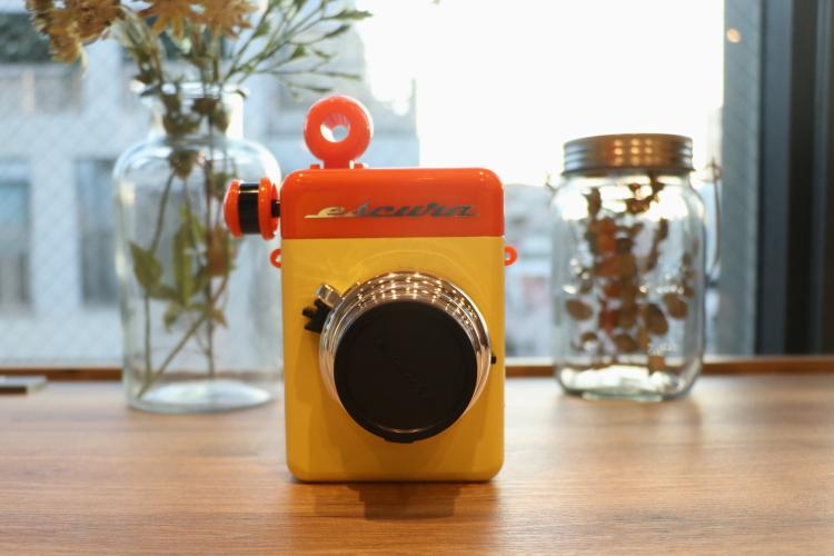 【レビュー】完全手動式のインスタントカメラ「Escura instant 60s」。アナログな世界観を楽しもう