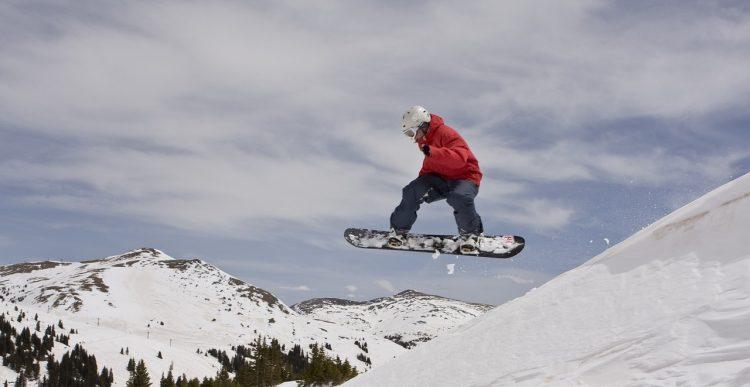 スノーボードブーツの選び方とおすすめ15選。サイズや硬さの選び方もご紹介