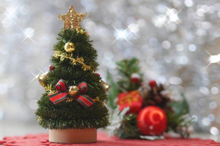 クリスマスツリーのおすすめ9選。大型モデルから卓上タイプまで網羅