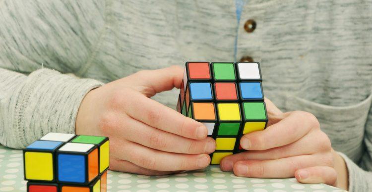 ルービックキューブのおすすめ10選。初心者向けから競技練習用までご紹介