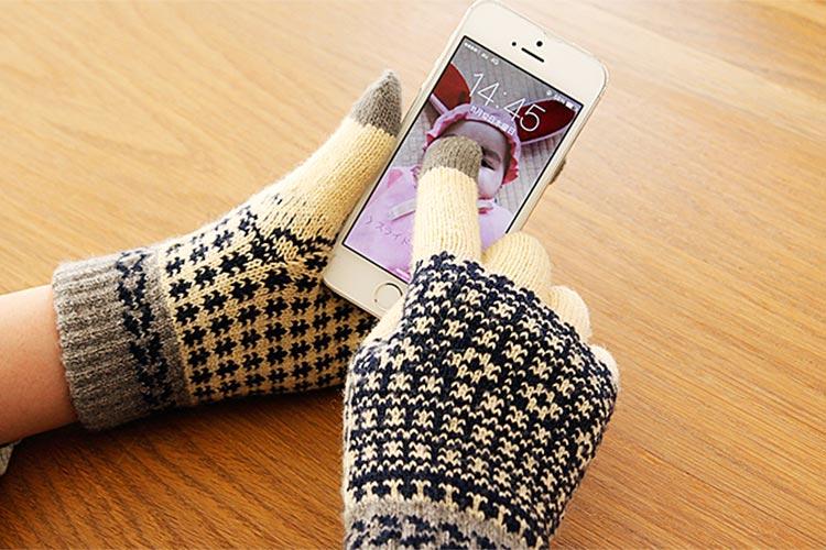 スマホ対応手袋のおすすめ27選。指紋認証に対応したモデルもピックアップ