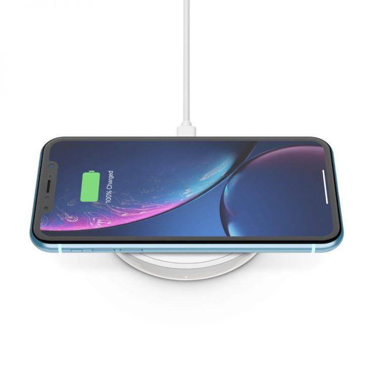 【2021年版】Qi規格のワイヤレス充電器おすすめ21選。タイプ別に人気モデルをご紹介
