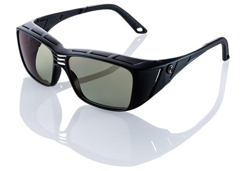 オーバーグラスのおすすめ12選。メガネの上に被せて運転や釣りをケア