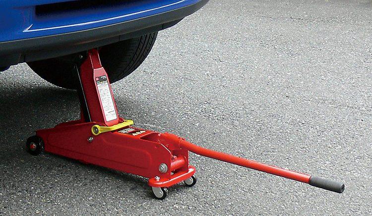 フロアジャッキのおすすめ10選。車のメンテナンスやタイヤ交換に