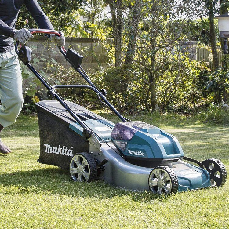 芝刈り機のおすすめ17選。選び方と共に使いやすいモデルをご紹介