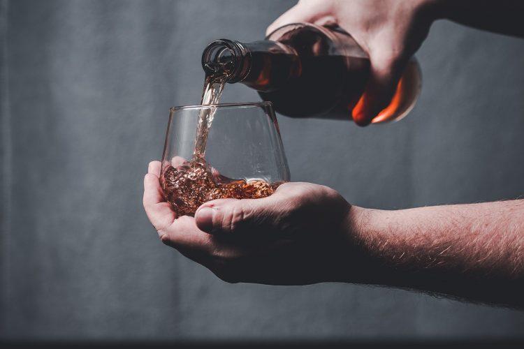 スモールバッチバーボンのおすすめ12選。豊かな香りを楽しもう