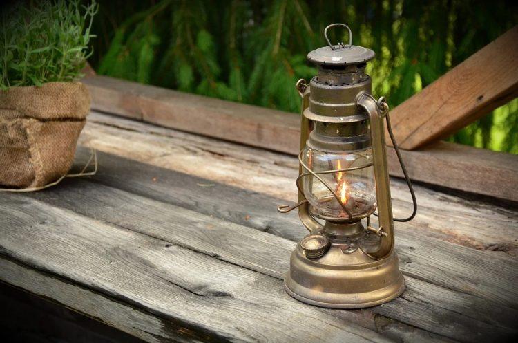 灯油ランタンのおすすめ12選。種類別にアイテムを分けてご紹介