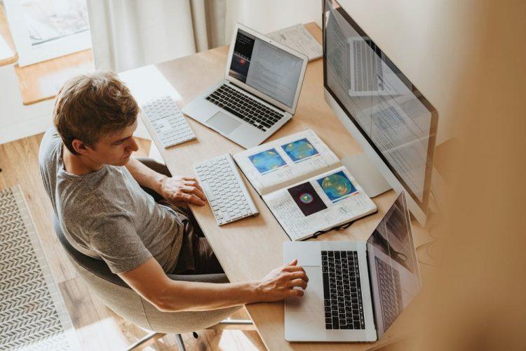 ノートパソコンとデスクトップの違い。おすすめモデルもご紹介