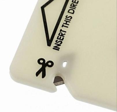 1枚のカードが命を助ける!緊急用・車外脱出ツール「レスキューカード」