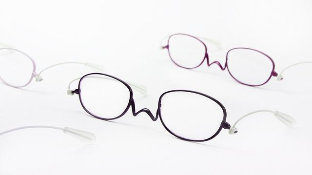 今までの常識をひっくり返す!耳にかけない老眼鏡「ペーパーグラス・ミニ2」