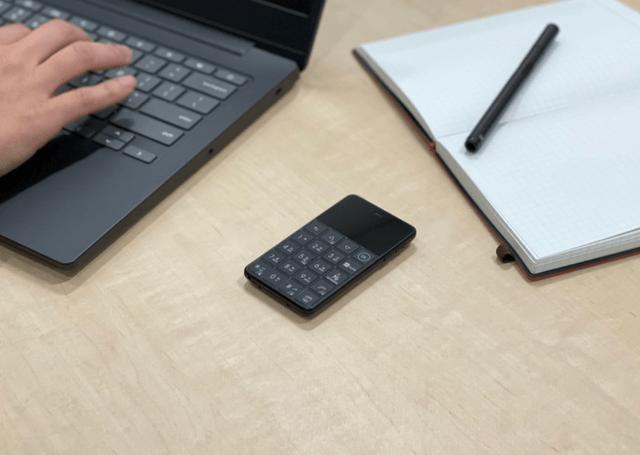 お仕事を快適に!極小サイズの新時代SIMフリー携帯「Niche-Phone-S+」
