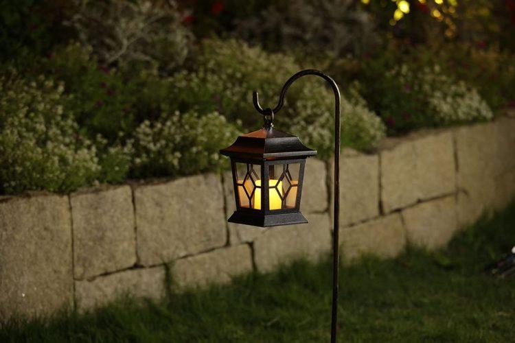 ソーラーライトのおすすめ22選。庭を彩るおしゃれなアイテムをご紹介