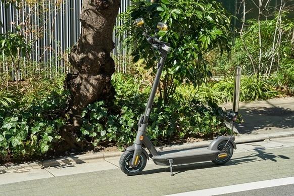 公道対応のキックスクーター「J-MAX」。毎日の移動を楽しく便利に