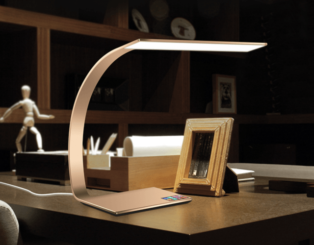 リモートワークにも最適!「LEDテーブルランプ」で快適な作業時間を