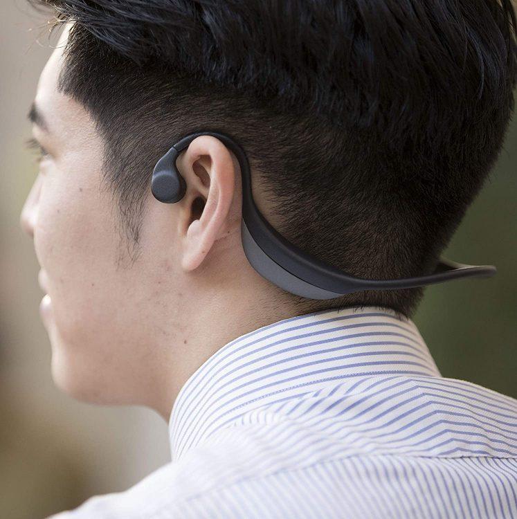骨伝導イヤホンのおすすめ15選。耳をふさがず音楽が楽しめる便利なアイテム