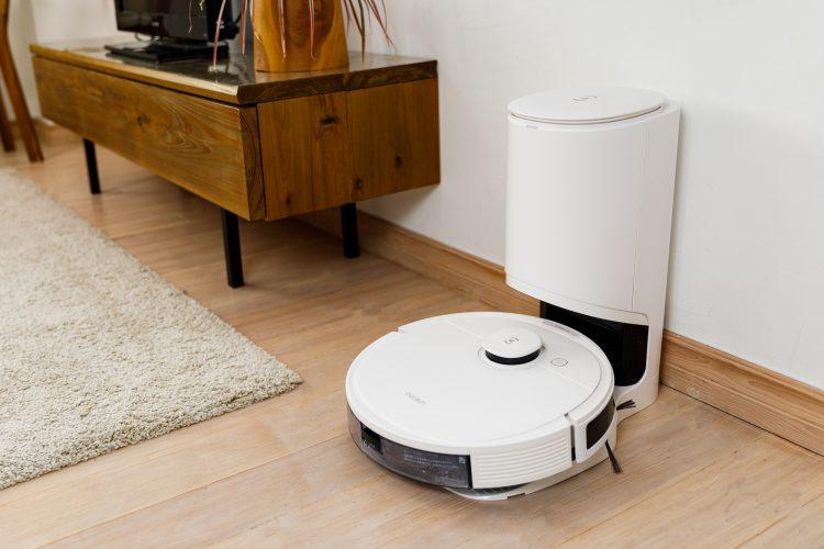 高機能でコスパ良好!吸引と水拭きの1台2役が魅力のロボット掃除機